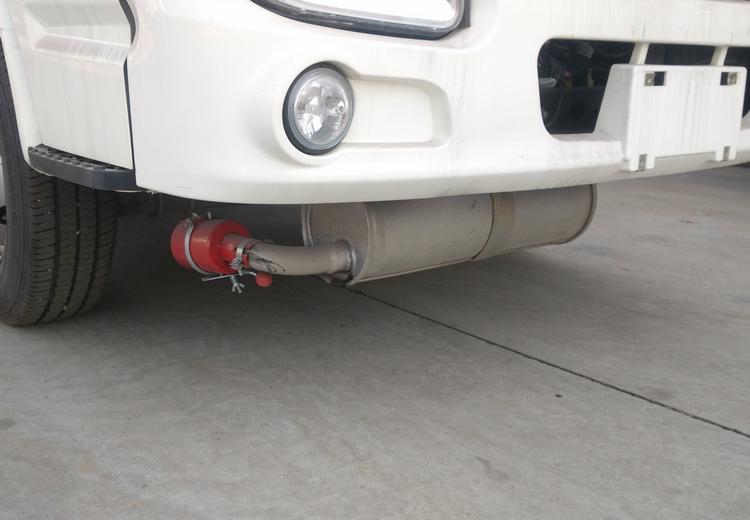 易燃气体运输车排气管前置图片